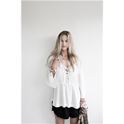 Amy Blouse, 100% Viscose crepe Lace off White